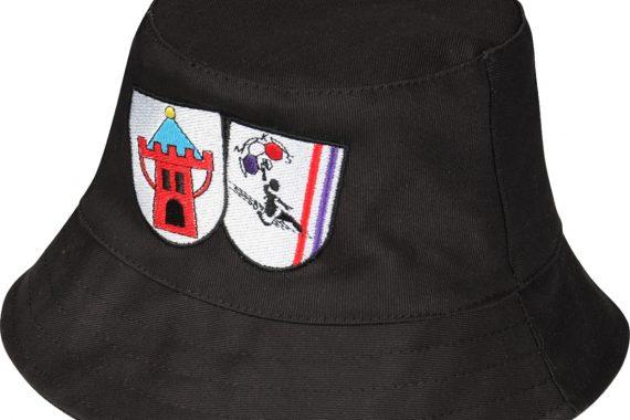 Kapelusz z haftowanym logo